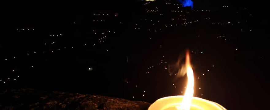 La suggestione delle candele tra i Sassi di Matera